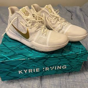 Kyrie basketball shoes
